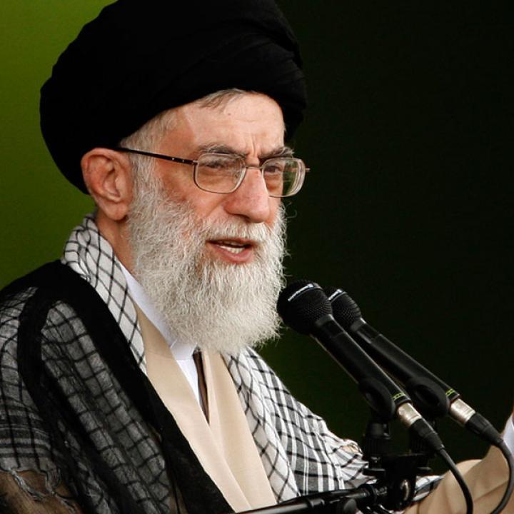 الخطاب الأول لخامنئي في عام 2021: إعادة التأكيد على الضعف الأمريكي، واعتماد إيران على ذاتها