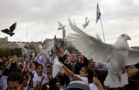 Israeli and Palestinian children join the mayor of Jerusalem to release doves.